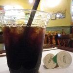 9819982 - アイスコーヒーだけ貰い、席で待ちます。