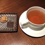 ラ・ロカンダ - 紅茶・ピエールエルメの小菓子