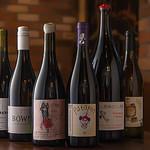 lumielune - ドリンク写真:ポップなラベルが多い自然派ワイン。