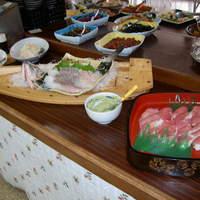 いっしん太助 - バイキングには刺身の舟盛や寿司の桶盛もありますよ♪