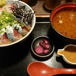 まるさ水産 - 壱岐サバとカンパチのごまだれ丼(税込1,080円)