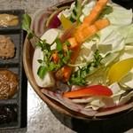 カモメヤ - 野菜に四種類の味噌 野菜が終わっても味噌だけでも美味しい