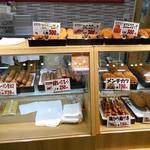 近江町コロッケ - 様々な揚げ物類が並んでいます