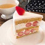 アムヌウ - 苺のショートケーキ650円