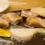 98216266 - 味わいは鶏とは思えない位、赤身肉のような濃厚な風味と甘みがあります。