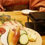 98216275 - 日本最大級の地鶏である熊本県産『天草大王』の石焼き。