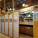 寿司龍 - 店内のカウンター側の様子
