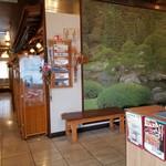 寿司龍 - 店内の入口付近の様子