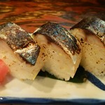 金澤濃厚中華そば 神仙 - 炙り鯖寿司。