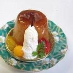 ル プティパレ  - サバラン、400円。 フルーツを使ったブランデーの香りの強いケーキです、お子様注意!