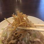 福龍 - 極細麺の このパリパリ感と トロトロ餡と野菜の食感が  とってもよく合います~