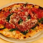 デリツィオーゾ フィレンツェ - プロシュートのピザ