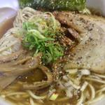 製麺rabo - 七味と粗挽き胡椒かけまーす。粗挽き胡椒ナイスです!