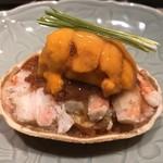 Masuda - 香箱蟹(セコ蟹)。綺麗な捌き方に感嘆。馬糞雲丹が光ってる。