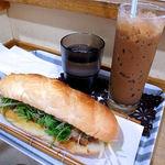バインミー シンチャオ - バインミーとアイスコーヒー
