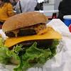 コストコ  - 料理写真:チーズバーガー