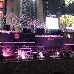 98229283 - 新橋駅前のSL広場。                       SLはXマス向きにデコられて賑やか☆                       サンタさんも覗いてる♪