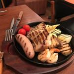 98229587 - ビフォー                       お肉、野菜、エビのグリルにラクレットチーズもりもりかける前。