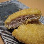 太田屋精肉店 - ミンチかつの断面。