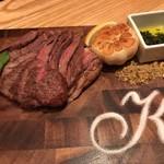 98230711 - 牛肉とニンニク揚げ  見栄えは抜群!
