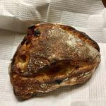 パンやきどころ RIKI - ふじりんごとセミドライアプリコット ¥250+税