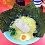 濱壱家 - ラーメン700円麺硬め。海苔増し100円。