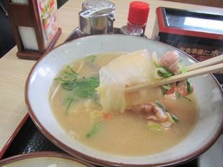 桂川パーキングエリア(上り線)スナックコーナー - 豚汁。味の染みた白菜とか。