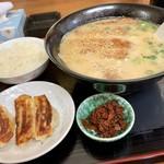 ふじ庵 - 料理写真:トンカツラーメンセット  卓上にあった無料の赤い辛子高菜がいい仕事します(^^)♪