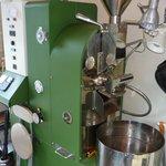 リフォルメ - 内観写真:国産の焙煎機を使用