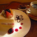Les Freres Moutaux - 料理写真:CakeSet:¥780 お好きなムトウのCake+ドリンク(コーヒー・紅茶・ジュース)+小さな焼き菓子 お得なSetメニューです。
