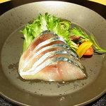 銀座みやま - 対馬鯖の燻製 サラダ添え