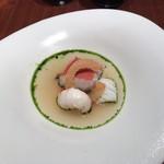 98260405 - カッチュッコ 5種類の魚介を使用したトマトスープ