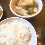 98261719 - セットのライスと中華スープ