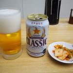 味の三平 - ビール、キムチ(サービス)