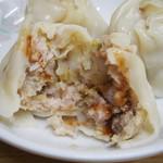 味の三平 - シューマイはソースをかけた食べる