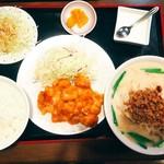 竹園 - 料理写真:白飯ですら少食さんは完食しきれない程の盛り。