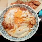 98263978 - 黒豚スペシャルカツ丼…と後ろにチラッと生姜焼き