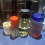 熊本 まぜそば ごくまる - お酢と辣油に一味唐辛子