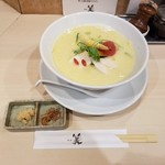 98268882 - 鶏白湯SOBAと国産生姜、フライドオニオン
