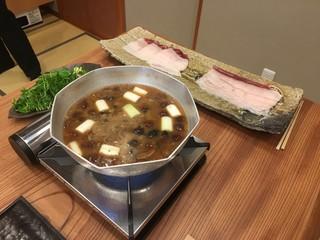柚木元 - 天然しめじと霜降りしめじと味噌鍋にします