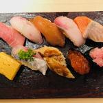 立ち寿司横丁 - 彩り豊かに十貫!