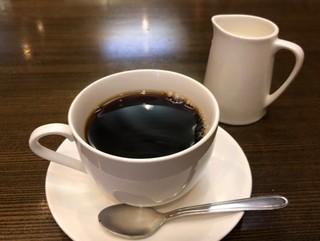 風街 - ◆モーニングセット(450円:税込)・・ドリンクはホットコーヒーにしました。 最近では珍しく容器に入った「生クリーム」がタップリ添えられるのは嬉しい。 コクと旨みを感じる美味しい珈琲。