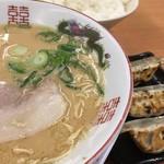 博多金龍 - 料理写真:らーめん+餃子セット(740円)