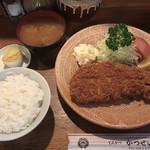 98277091 - 特ロースかつ(1,200円)、ご飯(180円)、なめこ汁(180円)