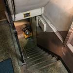テルミニ - 地下のワイン庫せせらぎへの入口