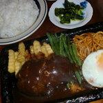 ファミリーレストランまなぶ - 料理写真:ハンバーグ(サラダ付き)・ライス