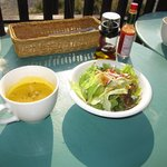 レイク・ウッド・リゾート - スープとサラダ
