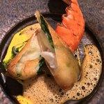 レストラン ヒロミチ - 魚料理:オマールと豆苗のパートブリック包み  青パパイヤ敷き ターメリックとヨーグルトのピュレ