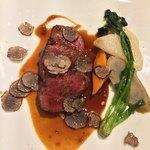 レストラン ヒロミチ - 肉料理:ブラックアンガス牛ザブトンのステーキ  マデラソース  トリュフと季節野菜