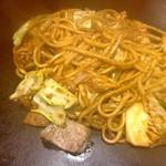やきやき鉄板 ぼんくら家 - 豚キムチ焼きそば…麺はモチモチ。辛味が良いっす!